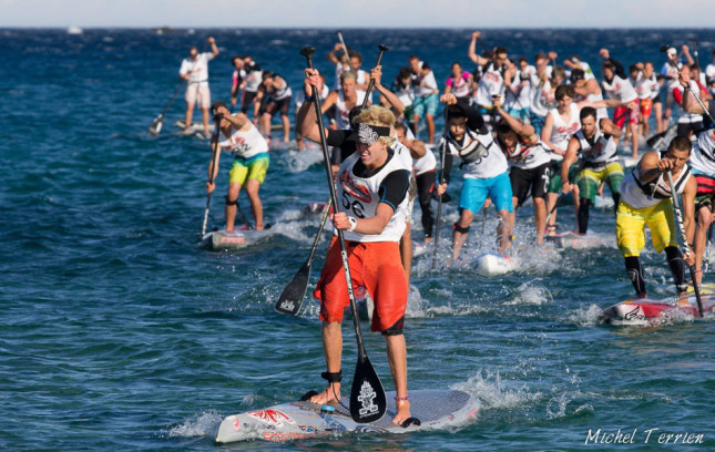 Connor Baxter wins SUP Race Cup Beach Race