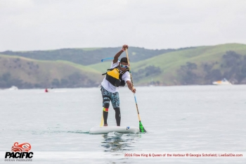 Niuhiti Buillard stand up paddleboarding