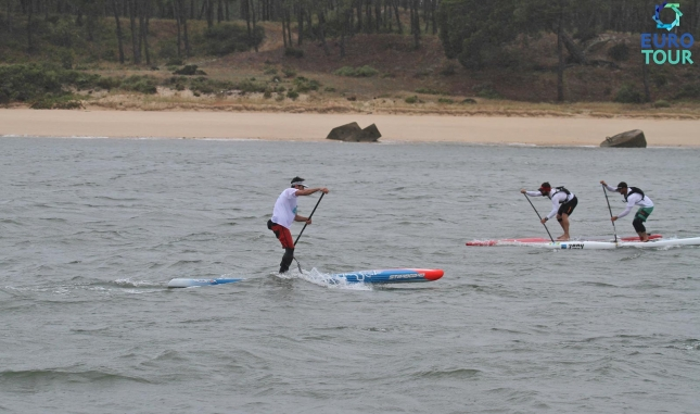 Leonard Nika on his way to victory at the Port Setubal SUP Race in Portugal (photo: EuroTour)