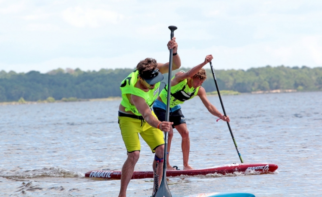 Leo Nika and Arthur Arutkin during the Oxbow SUP Challenge in Lacanau, France