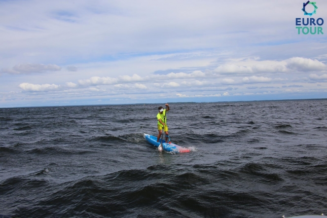 Leo Nika chose his equipment wisely, paddling the Starboard Ace to victory in the medium sized bumps