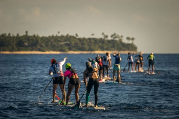 womens-stand-up-paddleboarding