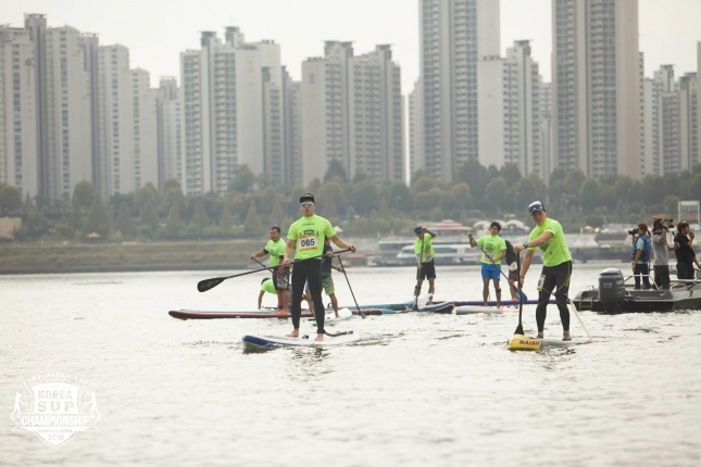 stand-up-paddle-boarding-in-seoul-korea