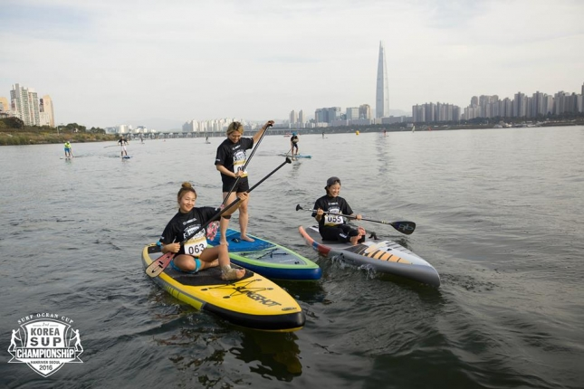 stand-up-paddleboarding-race-in-seoul