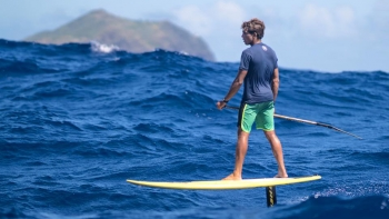 Kai-Lenny-hydrofoil-stand-up-paddleboarding