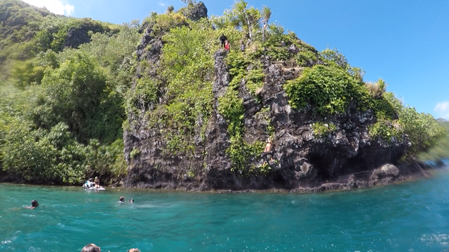 Huahine cliff jumping