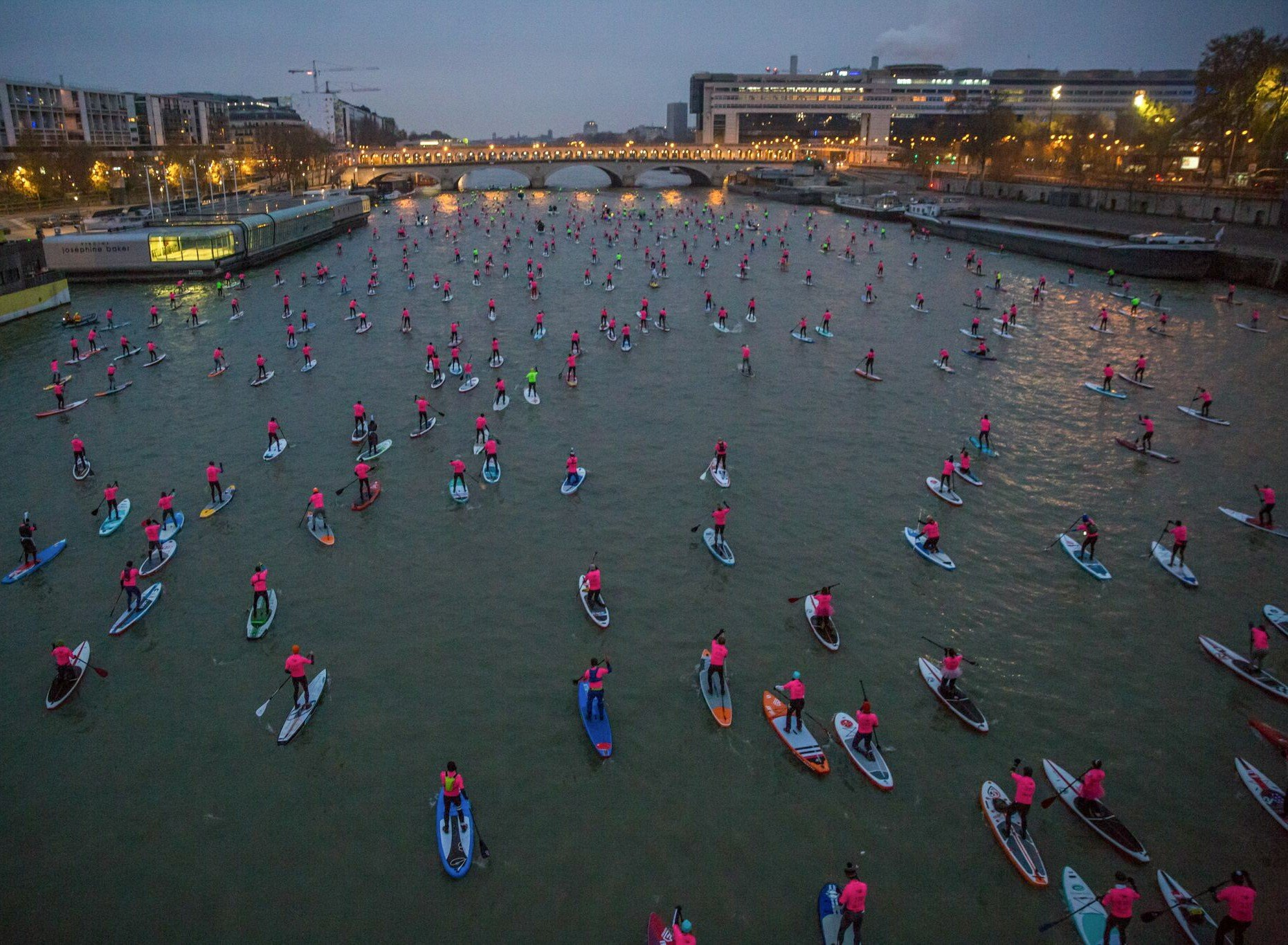 Paris Crossing paddleboard race